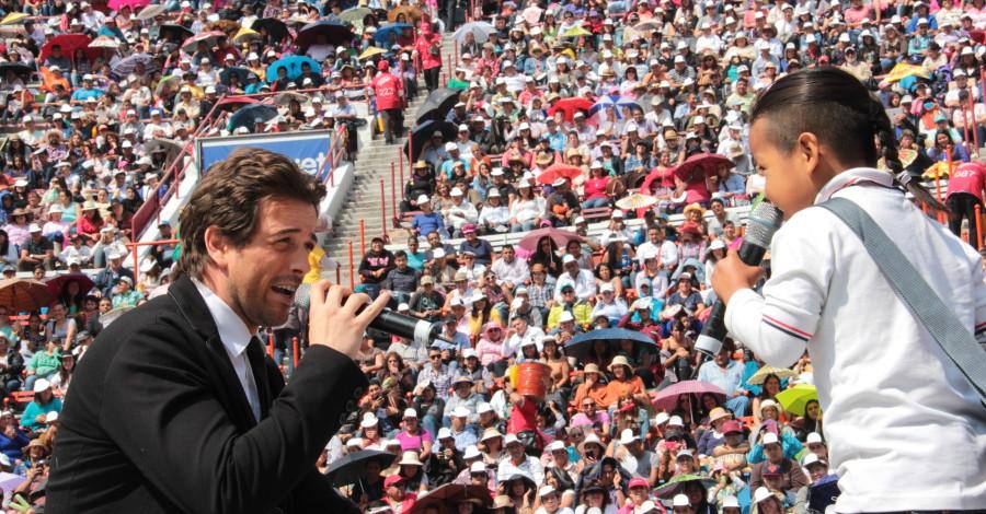 Mane de la Parra-Celebrities Mexico-Plaza de Toros-SNTE (1)
